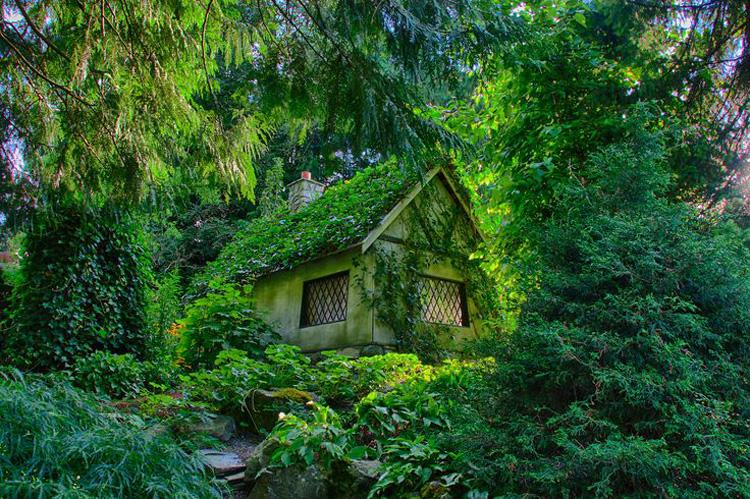 Foto della casa delle favole realizzata in Canada