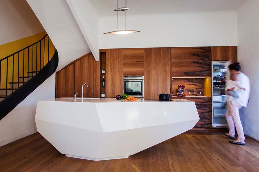 Modello di cucina moderna con isola centrale n.20