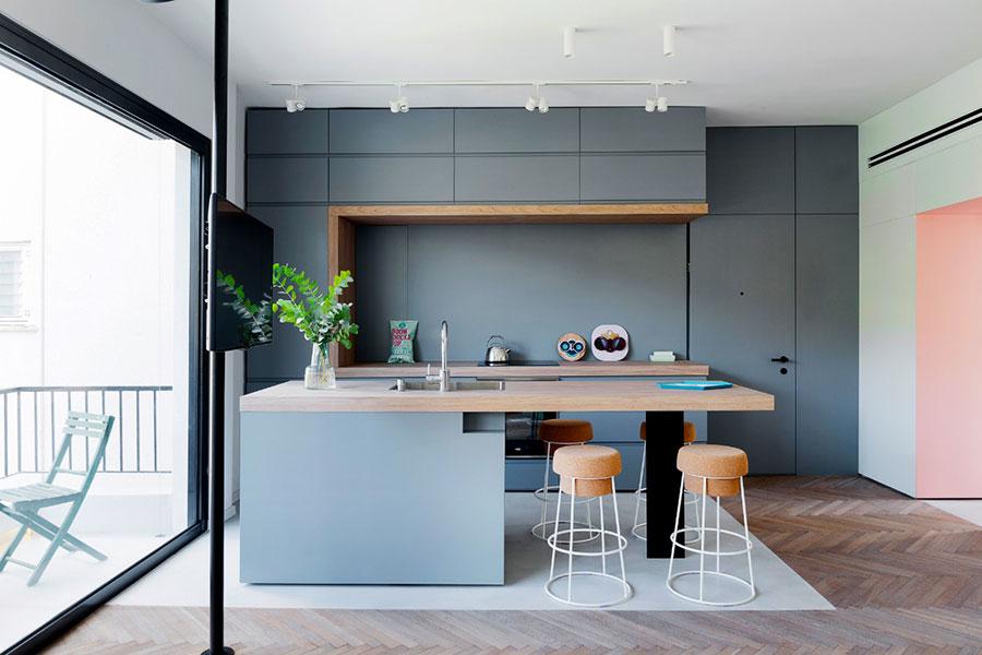 Pareti blu per cucine moderne 04