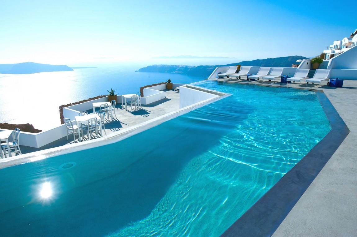 Foto della piscina del resort Grace Santorini in Grecia