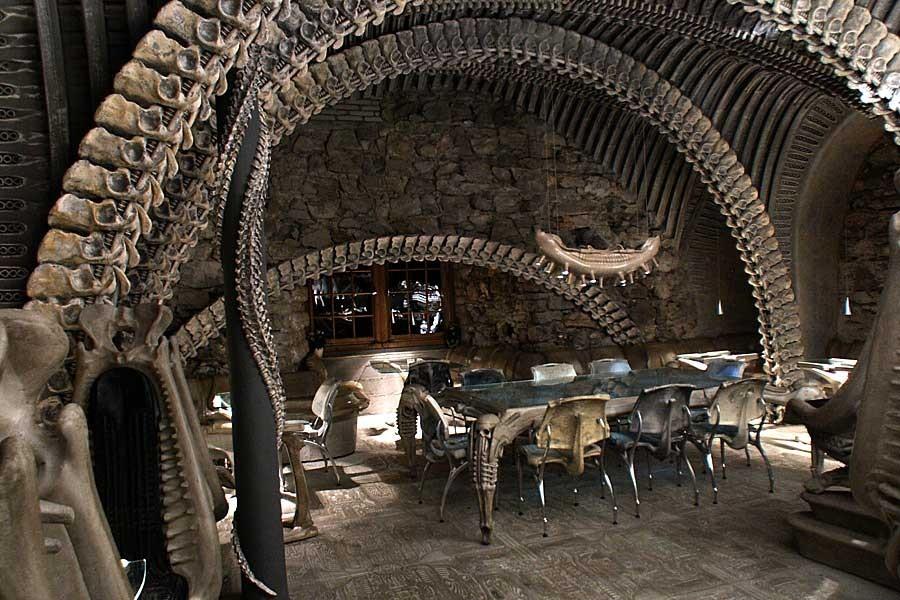 Arredamento del H.R. Giger Bar in Svizzera