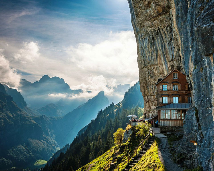 Esterno dell'hotel Äscher Cliff in Svizzera