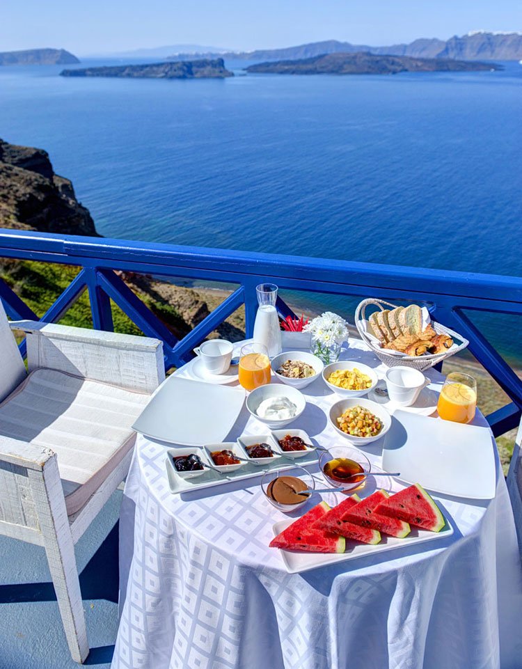 Foto del tezzarro con vista dell'hotel Astarte Suits in Grecia