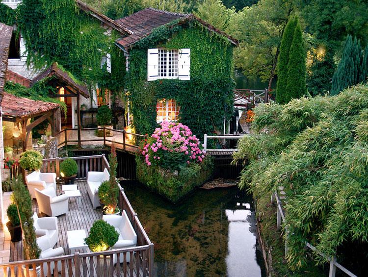 Foto dell'esterno dell'hotel Le Moulin Du Roc in Francia