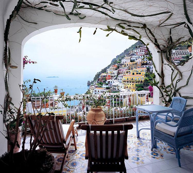 Foto del terrazzo da camera dell'hotel Le Sirenuse a Positano