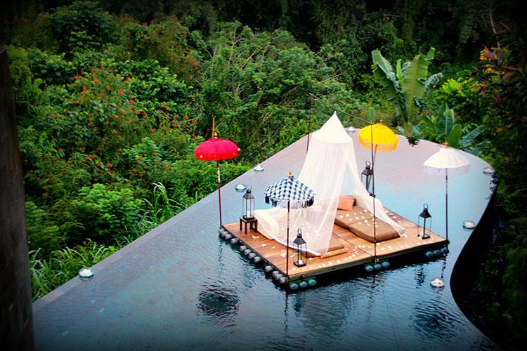 Particolare della piscina dell'hotel Ubud Hanging Gardens in Indonesia