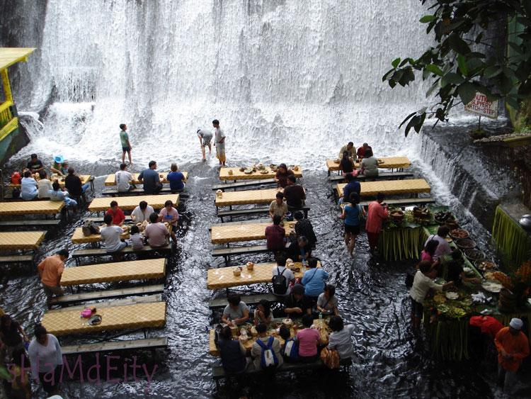 Foto della cascata nella Villa Escudero alle Filippine