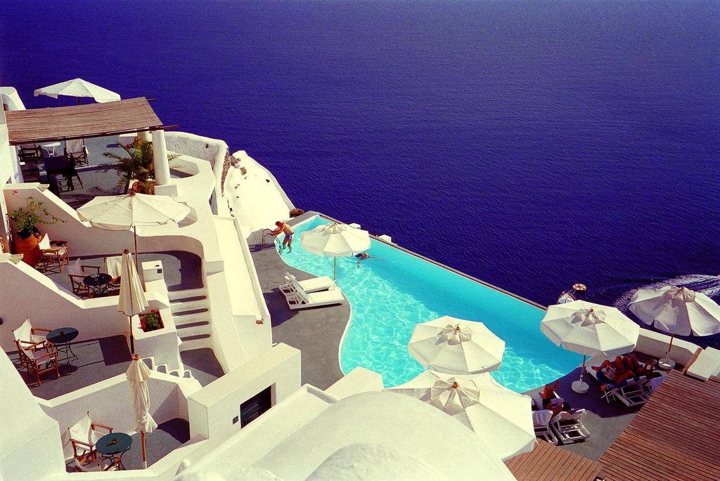 Foto della piscina del resort Katikies in Grecia