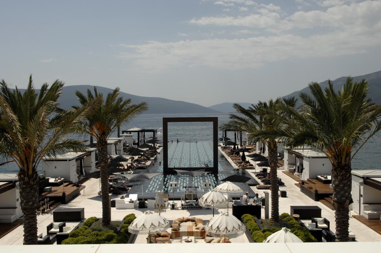 Foto della piscina del resort Purobeach Porto in Montenegro