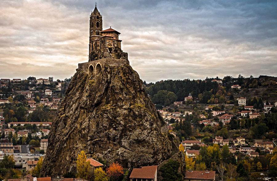 Foto della cappella Saint Michel D'Aiguilhe in Francia