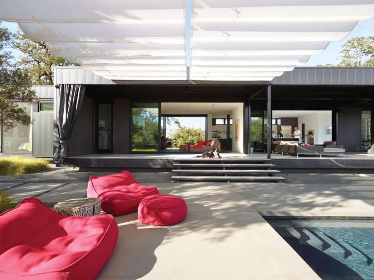 Particolare della piscina della casa prefabbricata Marmol Radziner