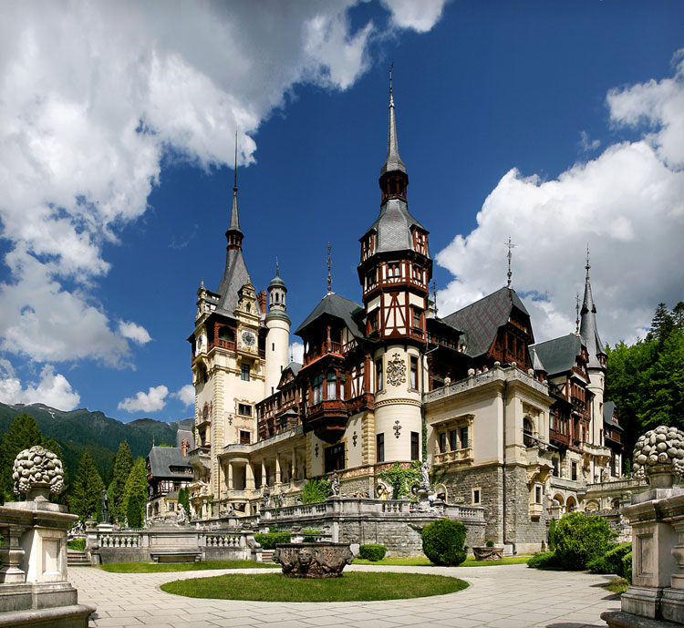 Immagine del castello Peles in Romania