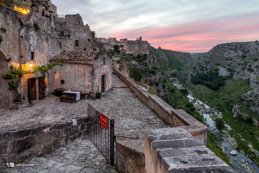 Foto dell'esterno dell'hotel Sextantio Le Grotte Della Civita a Matera