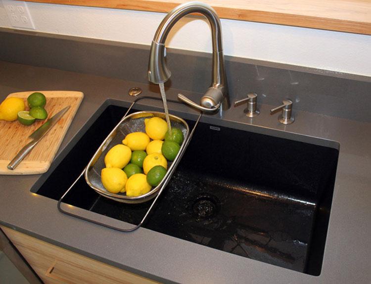 Immagine del lavello da cucina dal design moderno n.13
