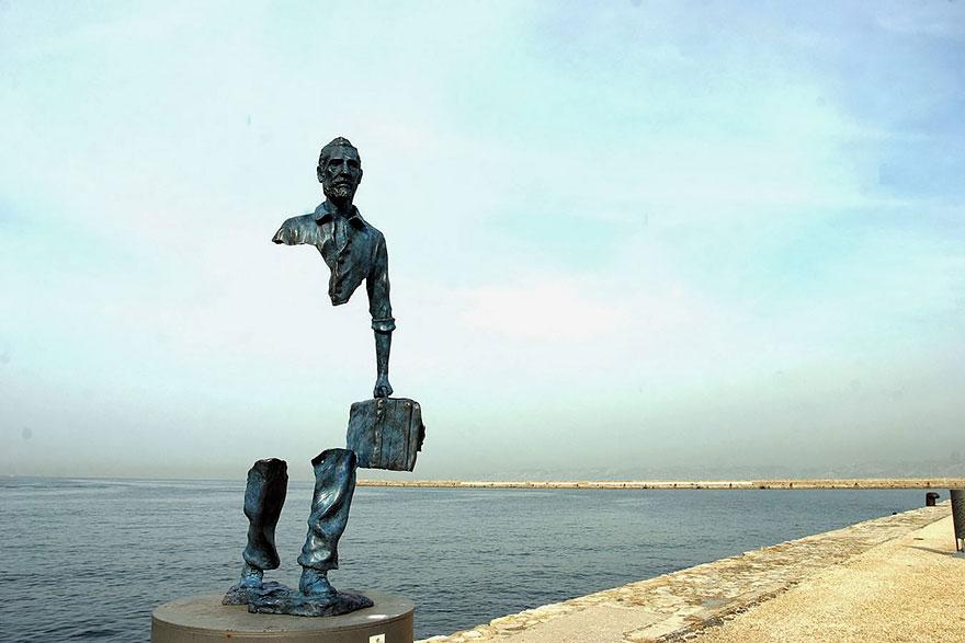 Immagine della scultura Les Voyageurs di Bruno Catalano
