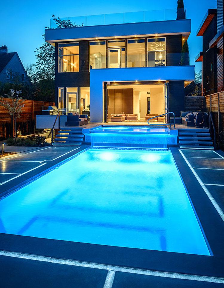 Foto della piscina dal design moderno n.06