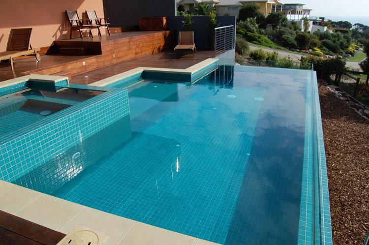 Foto della piscina dal design moderno n.26