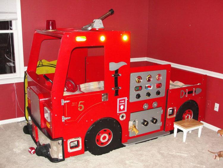 Lettino a forma di camion dei pompieri n.42