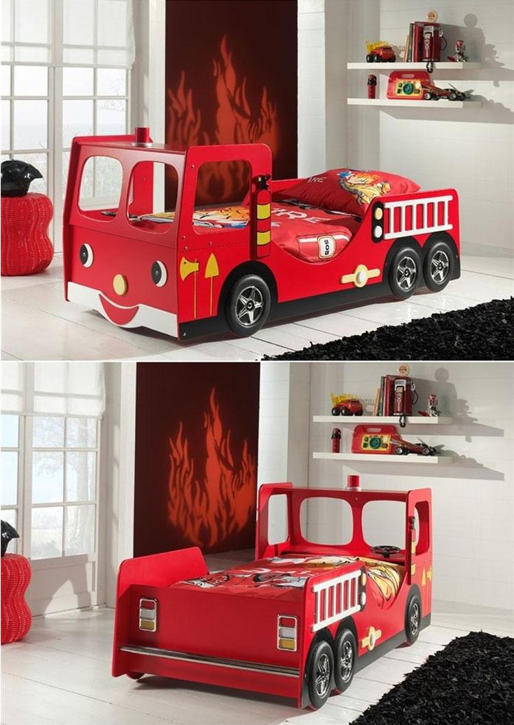 Letto a forma di camion dei pompieri n.48