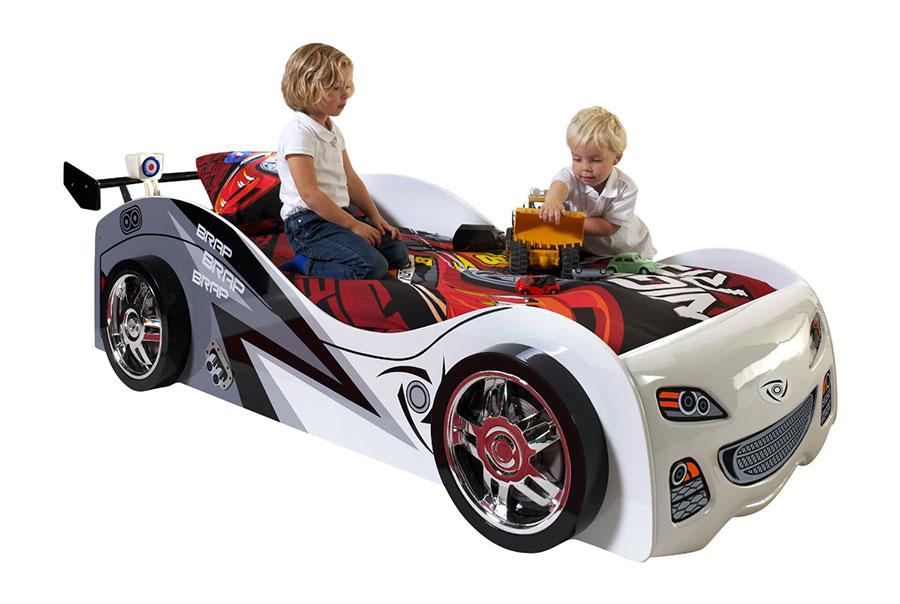 Letto a forma di auto da corsa