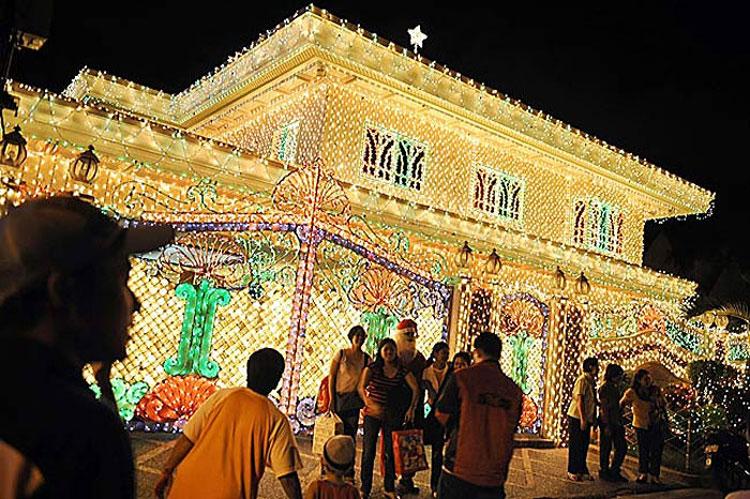 Foto delle luci natalizie di Manila nelle Filippine