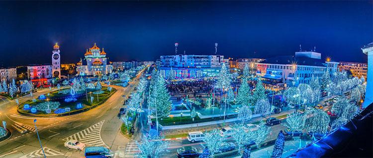 Foto delle luci natalizie di Mioveni in Romania