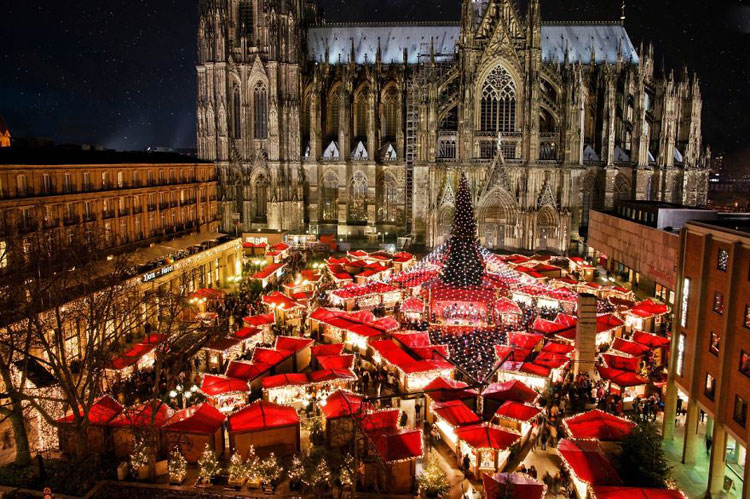 Foto delle luci natalizie di Norimberga