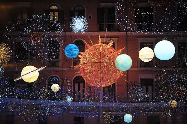 Foto delle luci natalizie a Salerno