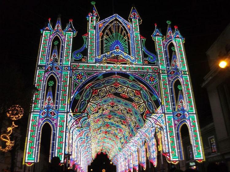 Foto delle luci natalizie a Sibiu in Romania
