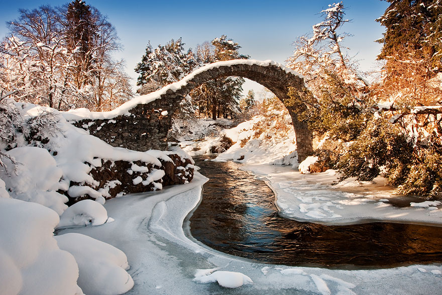Foto del ponte di Carrbridge in Scozia