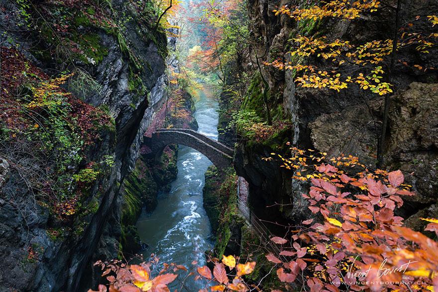 Foto del ponte Gorge De L'Areuse in Svizzera