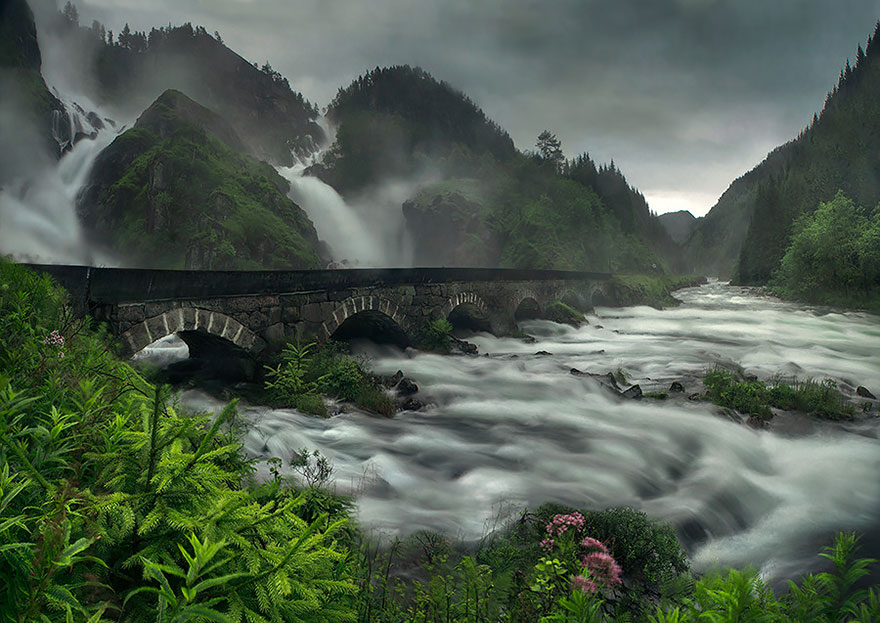 Foto del ponte Latefossen Waterfall in Norvegia