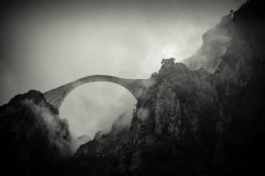 Foto del ponte di Pindos Mountains in Grecia