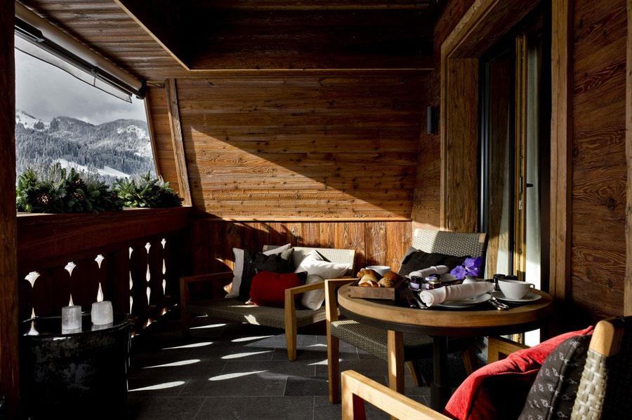 Terrazzo da camera dell'hotel Alpina Gstaad in Svizzera
