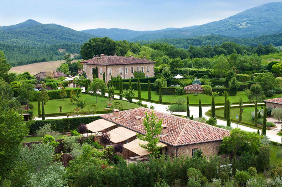 Esterno dell'hotel di lusso Borgo Santo Pietro