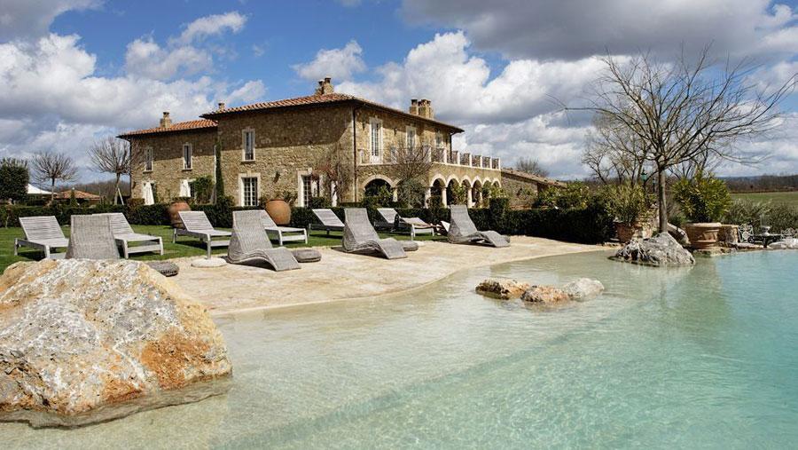 Piscina dell'hotel di lusso Borgo Santo Pietro