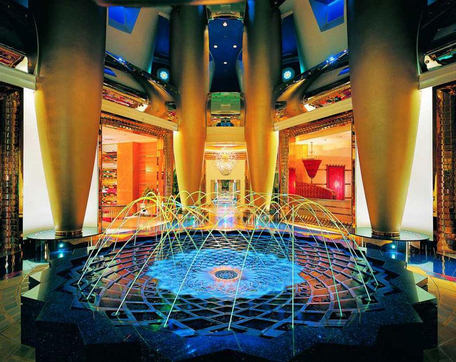 Dettaglio della fontana al Burj Al Arab di Dubai