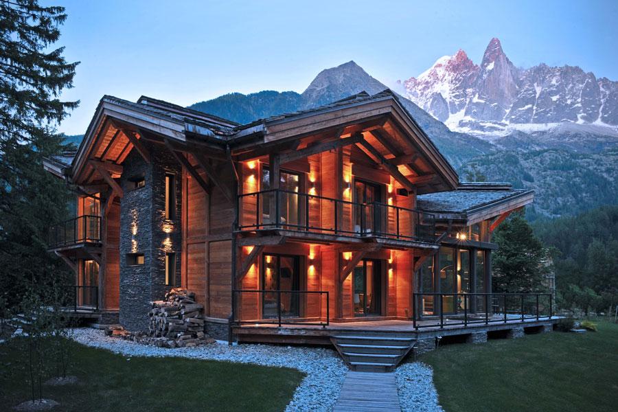 Foto di 20 case di lusso in legno spettacolari for Luxury stone home designs