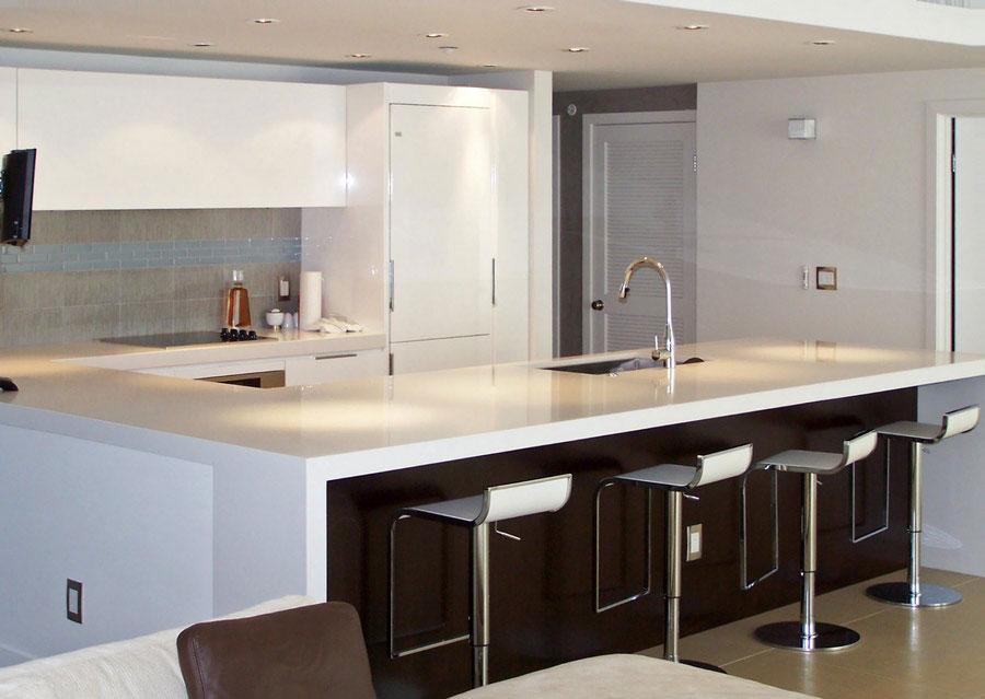 Modello di cucina moderna con penisola n.08