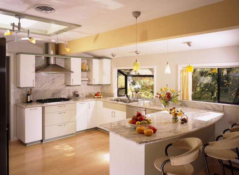 Modello di cucina moderna con penisola n.09
