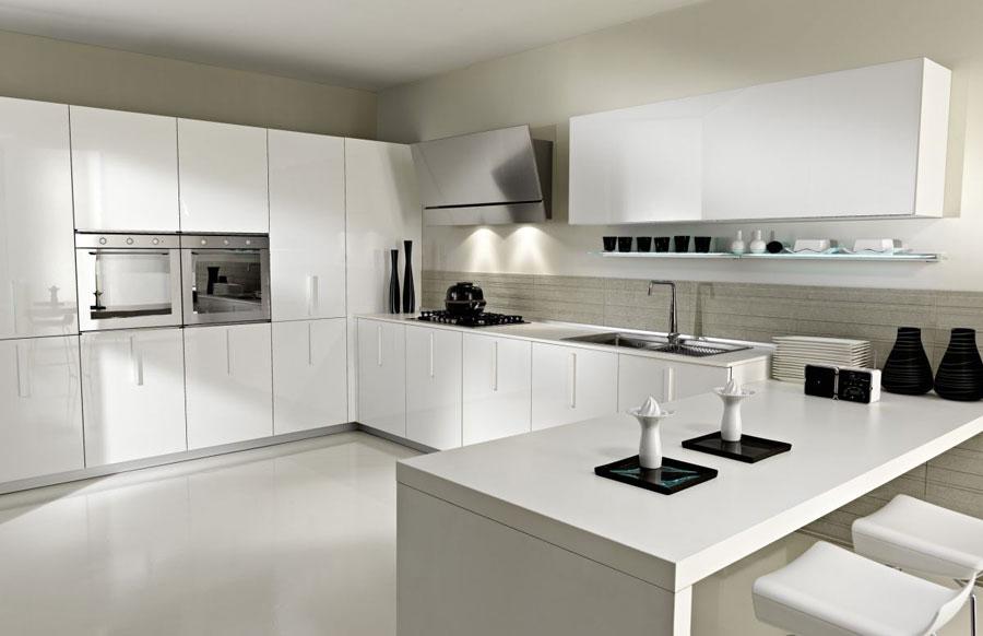 Modello di cucina moderna con penisola n.14