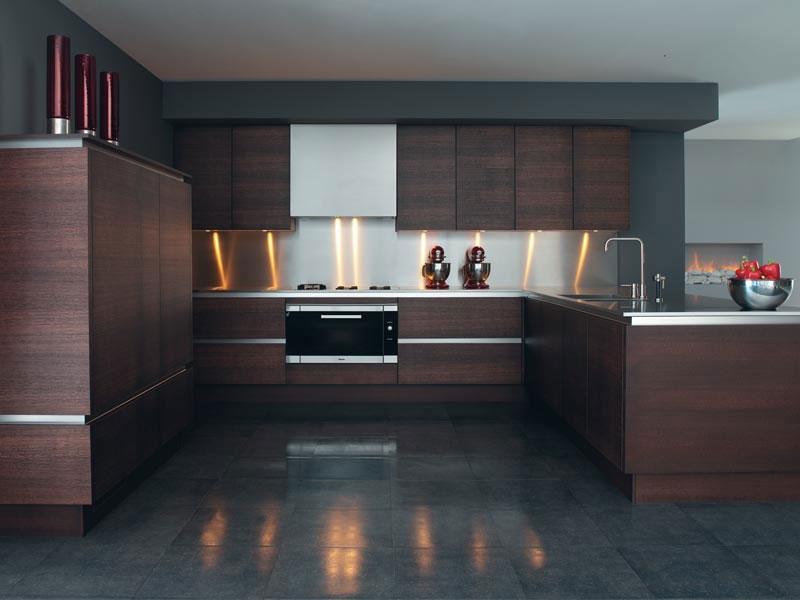 Modello di cucina moderna con penisola n.21