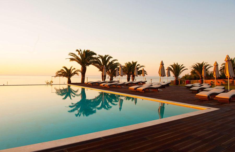 Piscina infinity dell'hotel di lusso La Villa Del Re