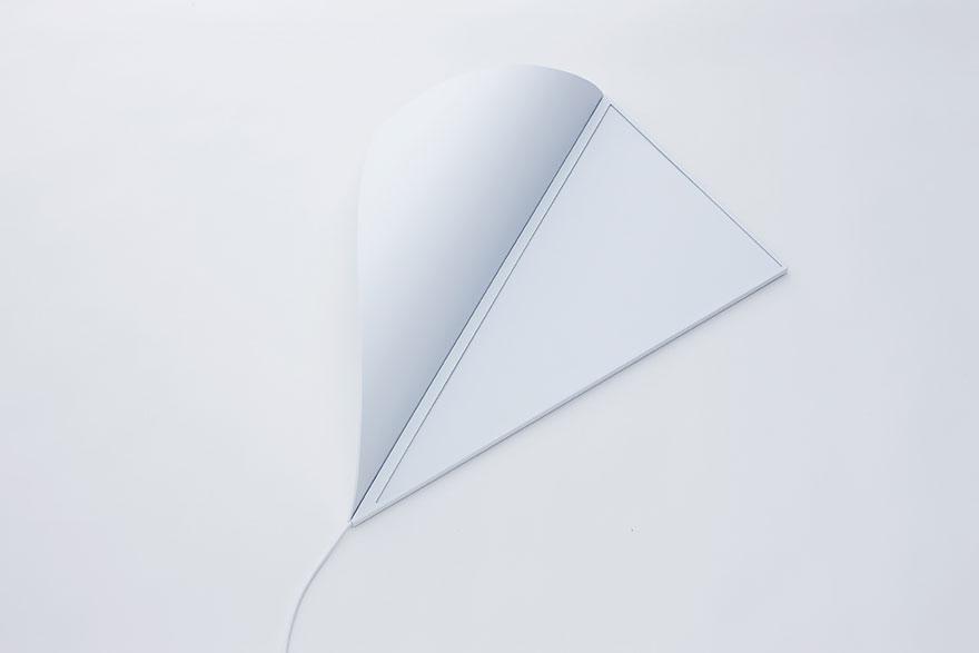 Foto della lampada che riproduce un angolo luminoso spenta