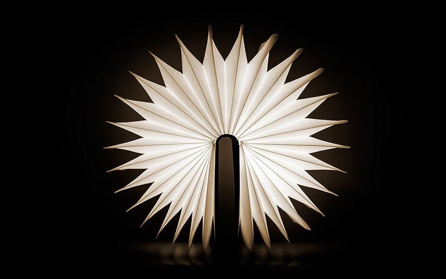 Lampada portatile a forma di libro aperta versione 2