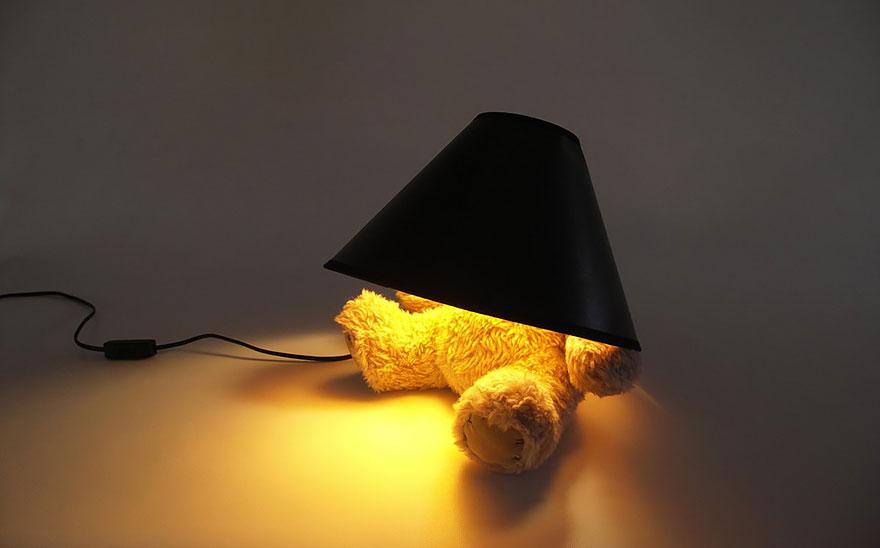 Foto della lampada con base a forma di orsetto