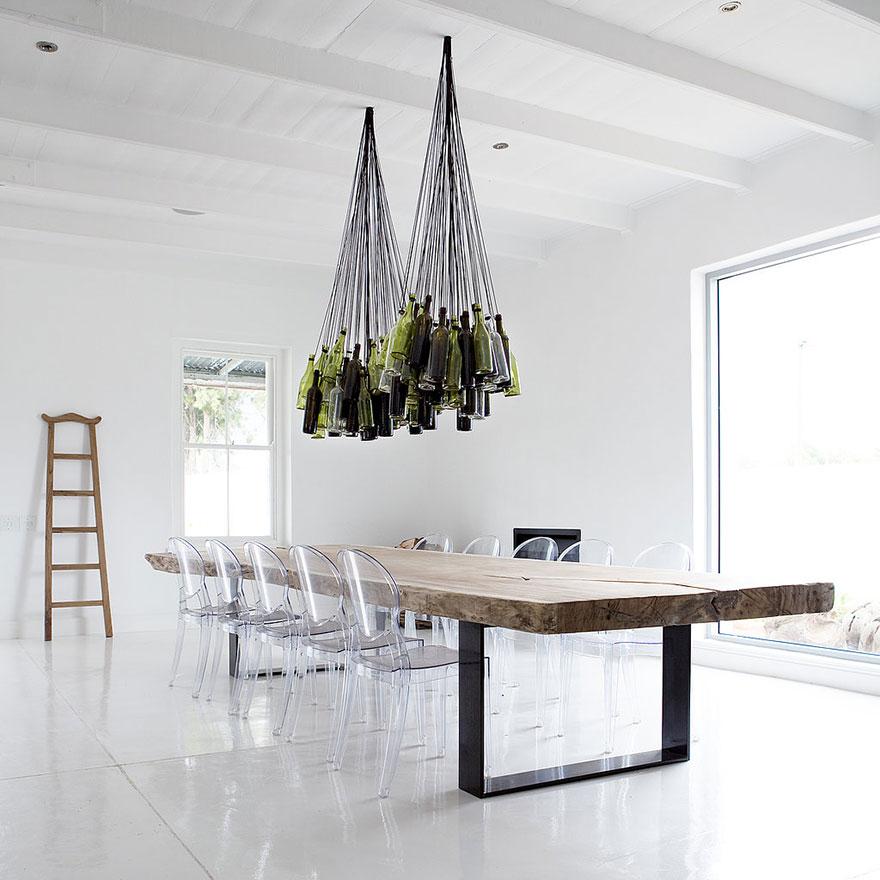 Foto dei lampadari realizzati con bottiglie di vino
