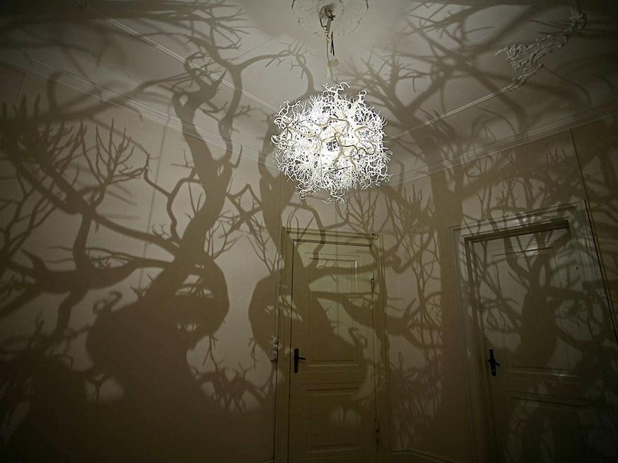 Foto del lampadario che riproduce la foresta n.01