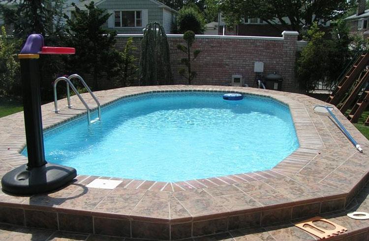 Foto della piccola piscina interra n.02