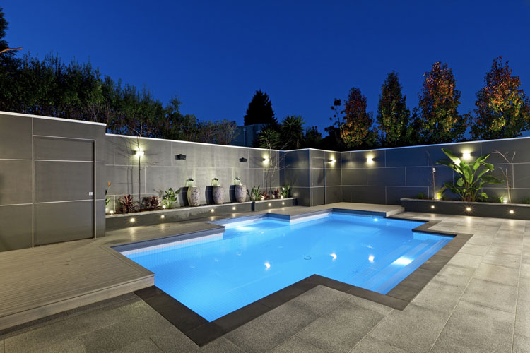 50 foto di piccole piscine interrate per piccoli giardini for Pool design requirements